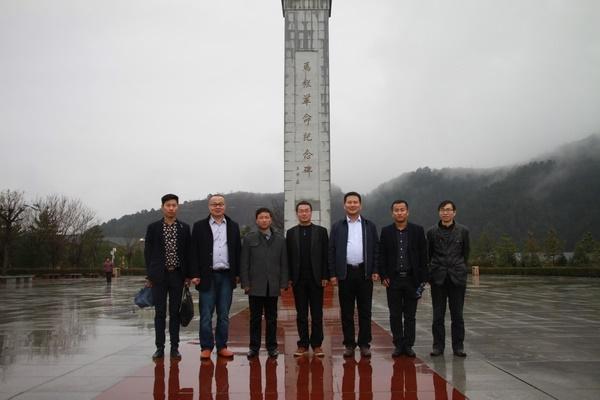 参观马栏革命纪念馆